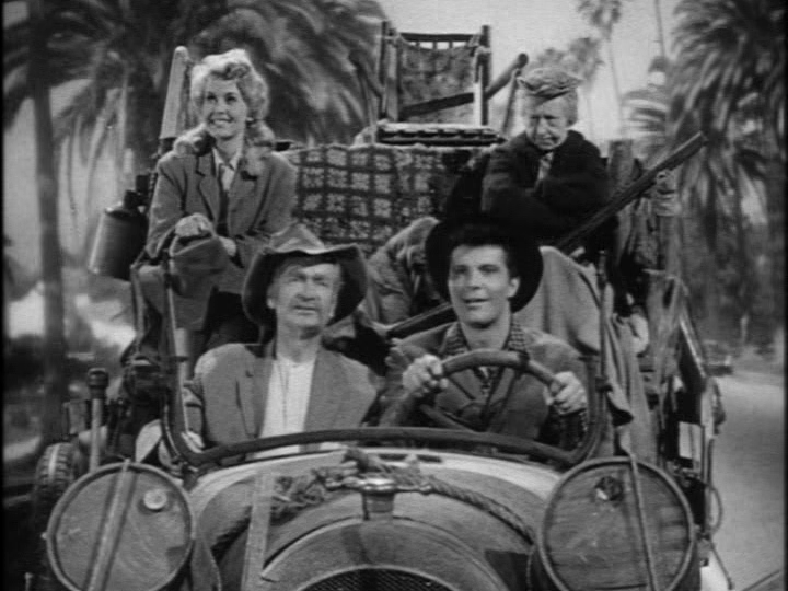 The Beverly HIllbillies in their car