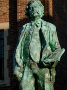 Mark Twain statue elmira new york,