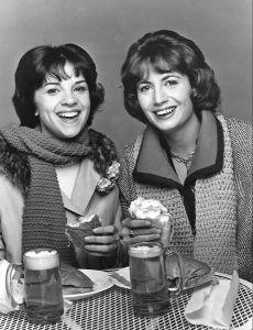 Shirley Feeney (Cindy Williams) and Laverne De Fazio (Penny Marshall)