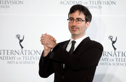 Comedian John Oliver poses for photographers backstage during the 41st International Emmy Awards in New York, November 25, 2013. REUTERS/Carlo Allegri (UNITED STATES - Tags: ENTERTAINMENT) - RTX15T8O